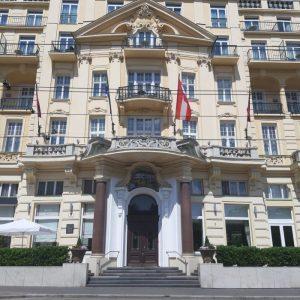 Frontansicht vom Parkhotel Schönbrunn